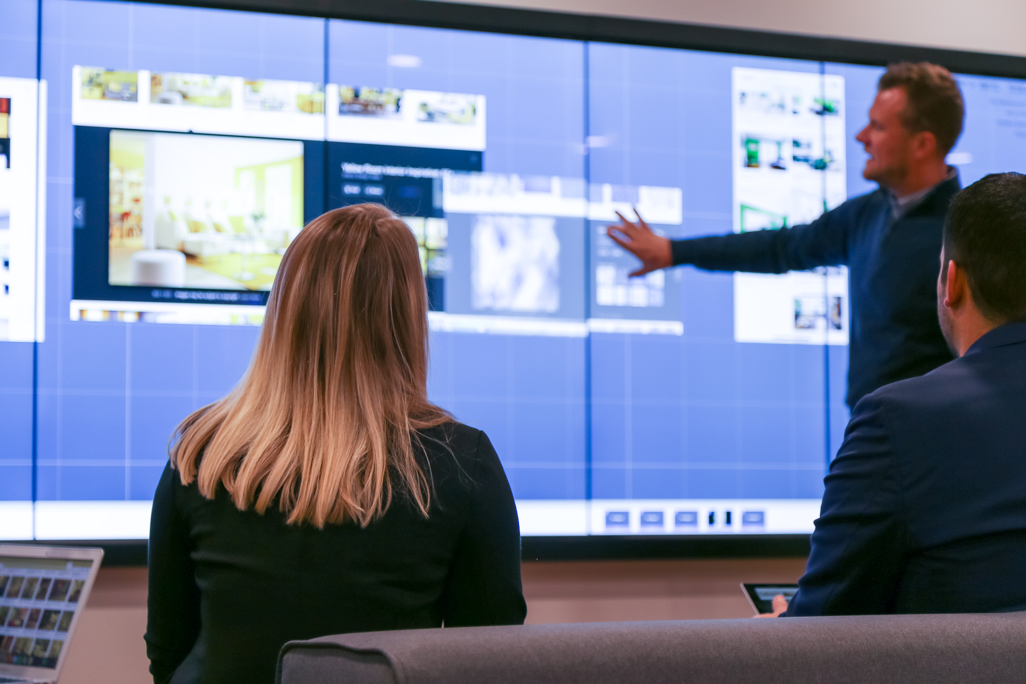 t1v-visual-collaboration-vs-video-conferencing-what-to-use-and-when